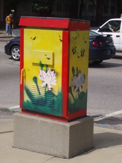 Traffic signal controller box with multicolor paint